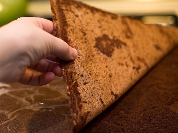 20120301-195206-layer-cake-610x458-11.jpg