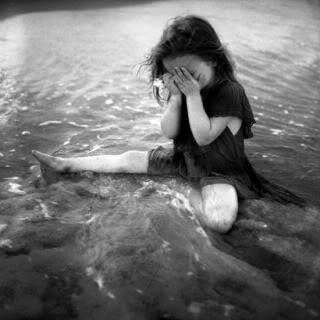 SASHA-sad-girl-black-and-white-photography-Kids-kellys-fun-pics-lena-ibravo-cute-kids_large.jpg