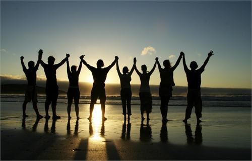 holding-hands-on-beach-1024x656.jpg