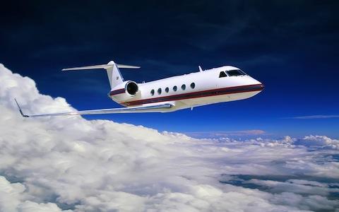 Aviation_A_small_civilian_aircraft_015813_.jpg