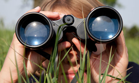 Looking-through-binocular-010.jpg