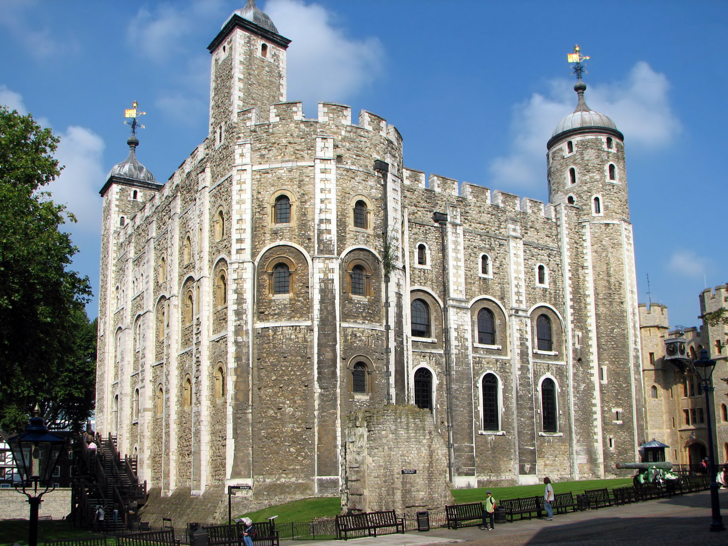 Tower_of_London_White_Tower.jpg