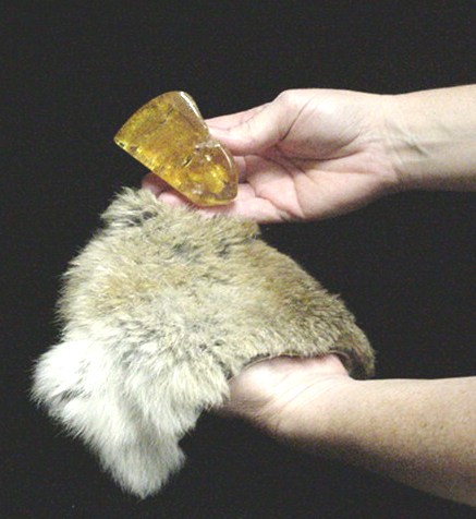 rubbing-amber-with-fur.jpg
